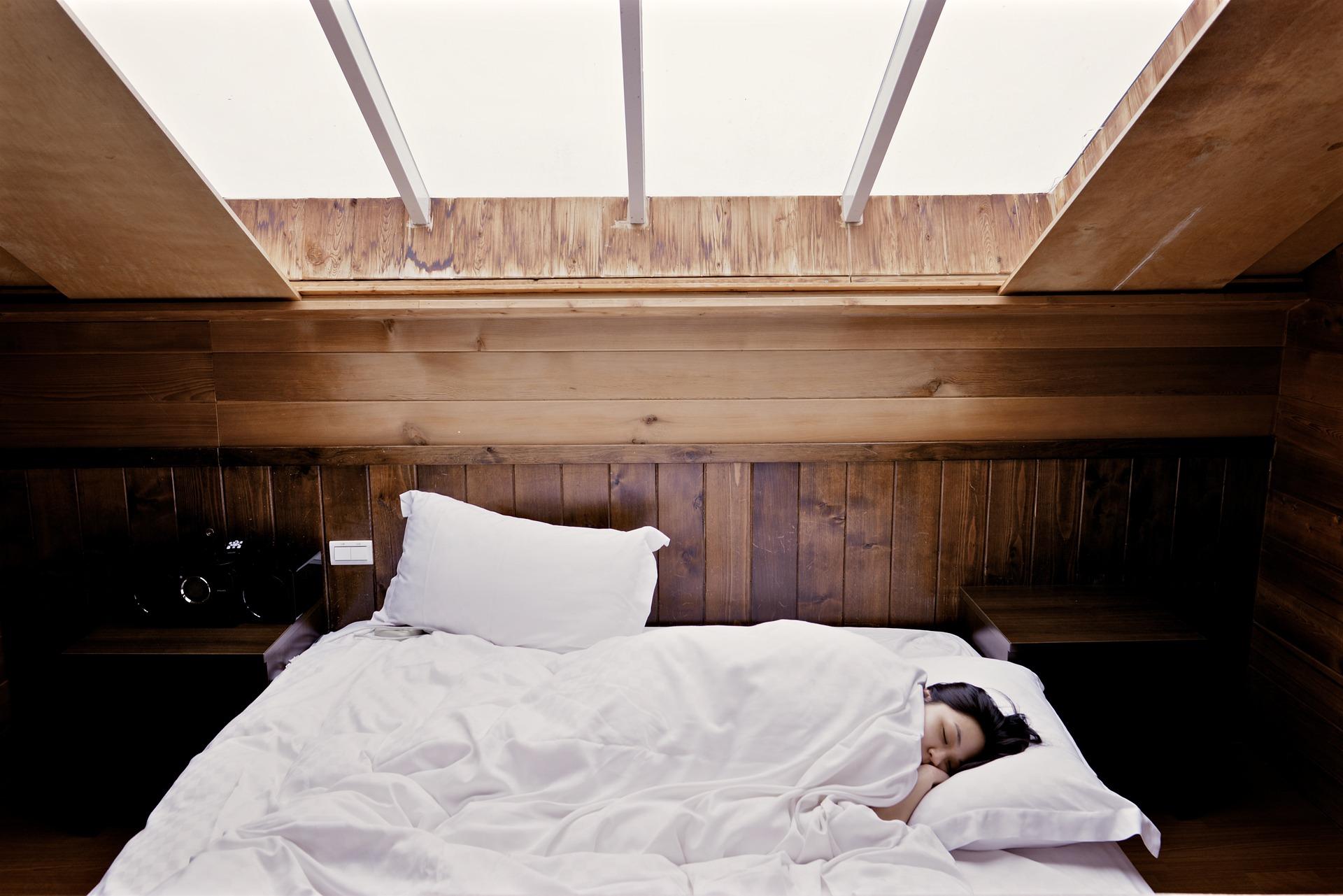 Praktinės rekomendacijos dėl miego problemų esant darbui iš namų dėl COVID-19 pandemijos